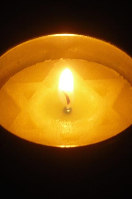 Yom_Hashoah_candle (1)